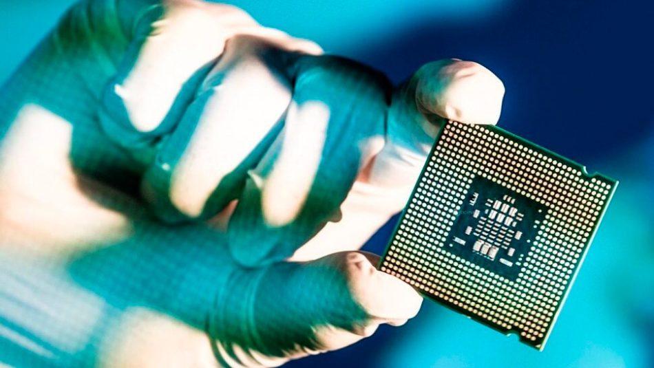 Se filtran los datos de Intel i5-7600k y de las placas base de serie 200