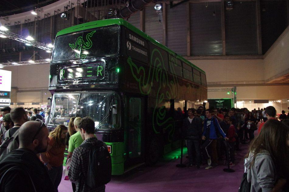 Visitamos el Razer Bus