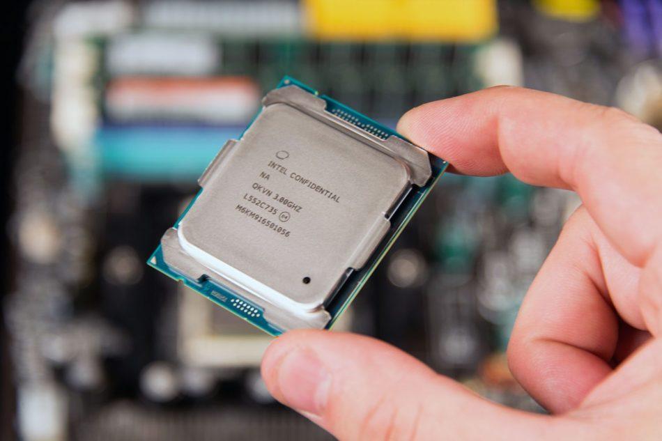 Intel podría lanzar una CPU de 12 núcleos en respuesta a Ryzen